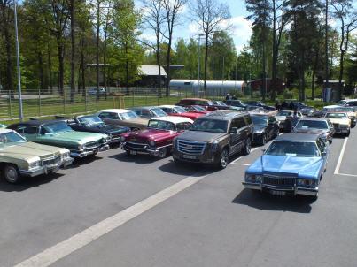 40 historische Cadillacs waren zum Luftbrückenmuseum nach Faßberg gekommen. Foto: Paul Hicks